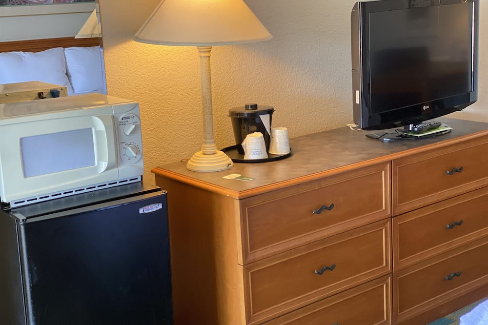ห้องดีลักซ์, เตียงใหญ่ 2 เตียง - โทรทัศน์