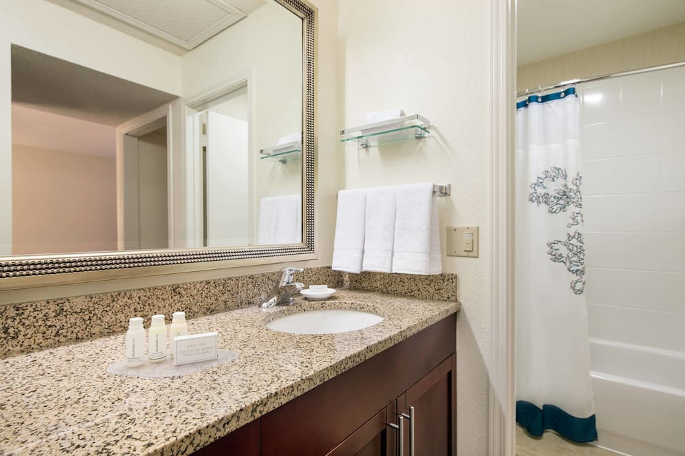 Студия, 1 двуспальная кровать «Кинг-сайз», для некурящих - Ванная комната