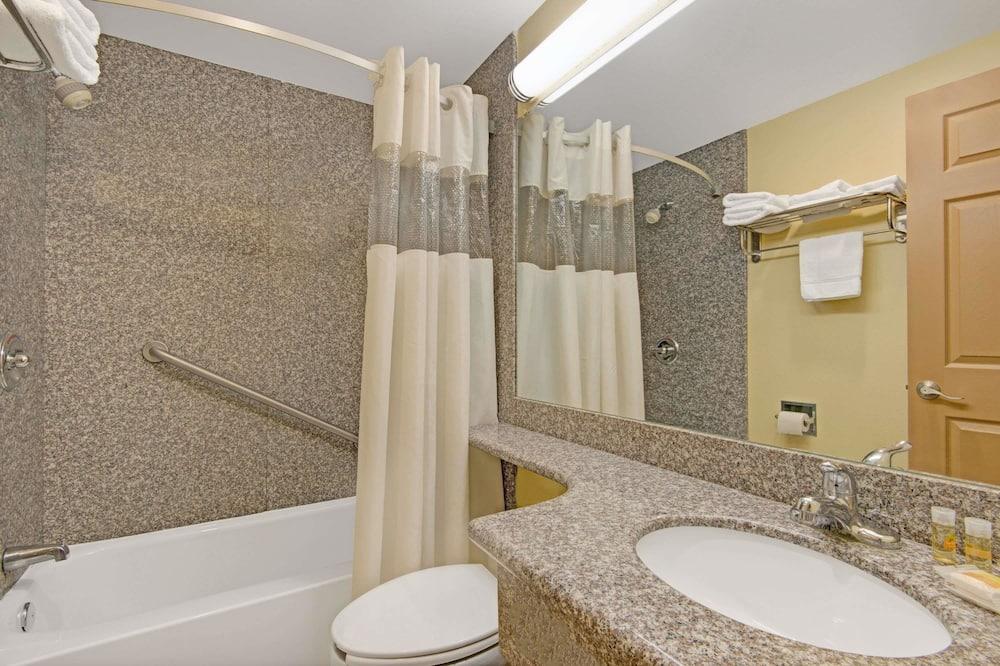 غرفة عادية - سريران كبيران - حمّام