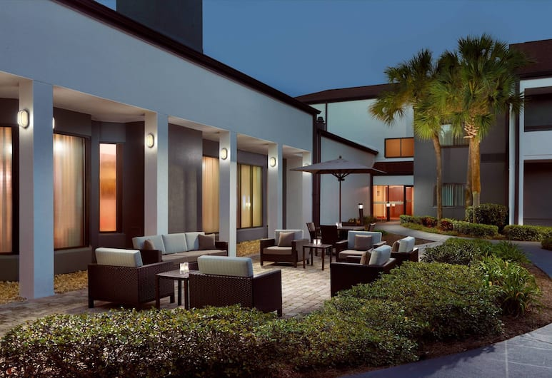 Courtyard by Marriott Tallahassee Downtown/Capitol, Tallahassee, Avlu