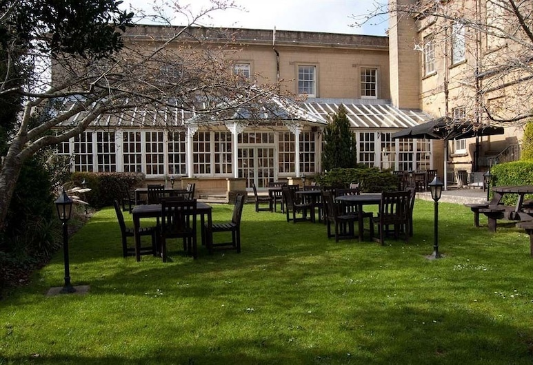 The Manor Hotel by Greene King Inns, Yeovil, Garden