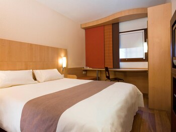 Choose This Business Hotel in Fontainebleau -  - Online Room Reservations