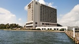 Nassau Bay hotel photo