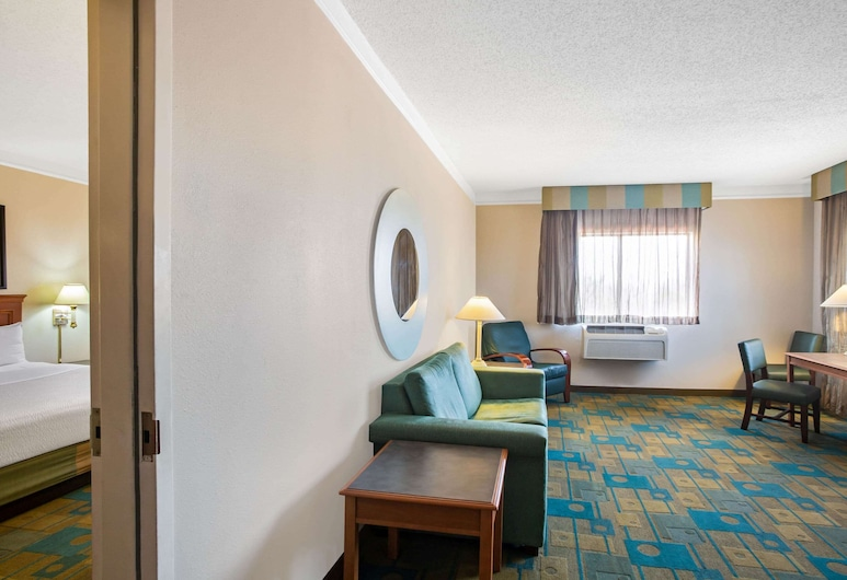 La Quinta Inn & Suites by Wyndham Round Rock North, Round Rock, Apartment, 1 King Bed, Non Smoking, Guest Room