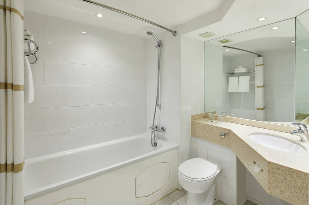 Deluxe Room, 2 Double Beds, Non Smoking - Bathroom