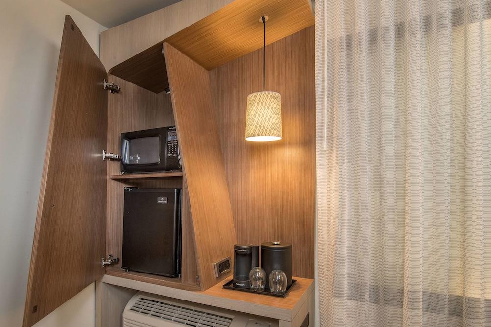 Номер, 2 двуспальные кровати, для некурящих - Мини-холодильник