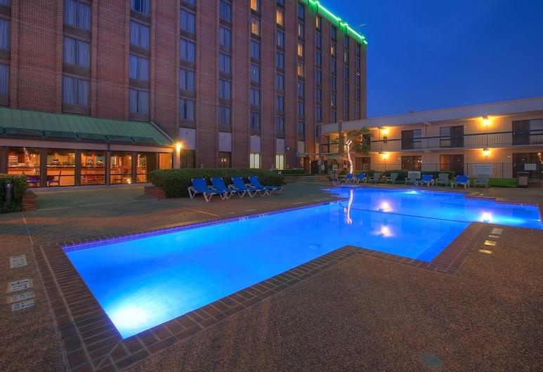 MCM Elegante Hotel & Suites Dallas, Dallas, Buitenzwembad