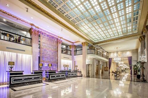 โรงแรมเดอะเมย์ฟลาวเวอร์