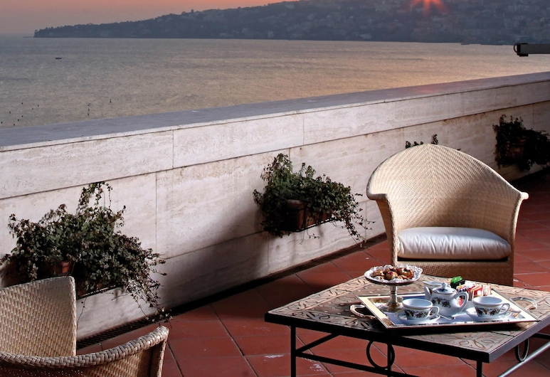 Grand Hotel Santa Lucia, Naples, Terrace/Patio