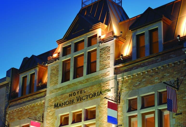 Hotel Manoir Victoria, Quebec, Hotel Front – Evening/Night
