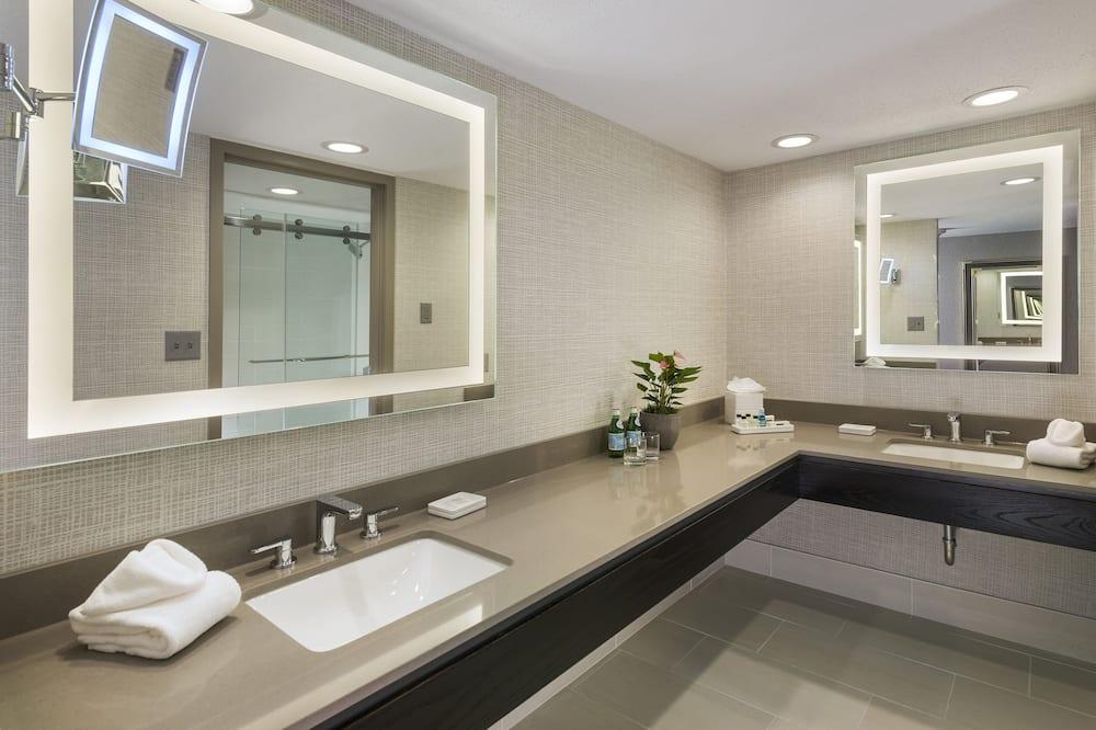 Executive Room, 1 King Bed, Non Smoking (SLEEP ADVANTAGE) - Bathroom