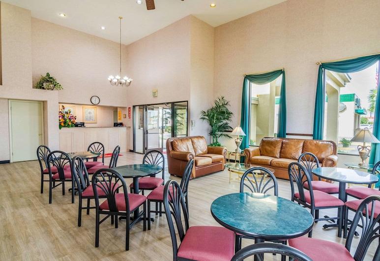 Econo Lodge Inn & Suites, Gulfport, Lobby