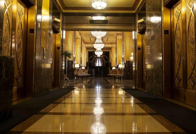 Hilton Milwaukee City Center, Milwaukee, Reception