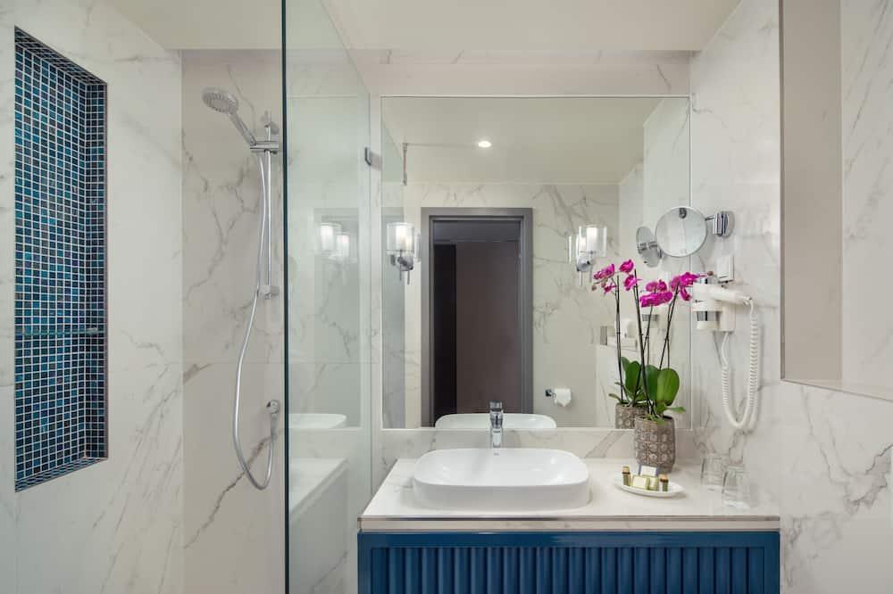 Design Twin Room - Bathroom