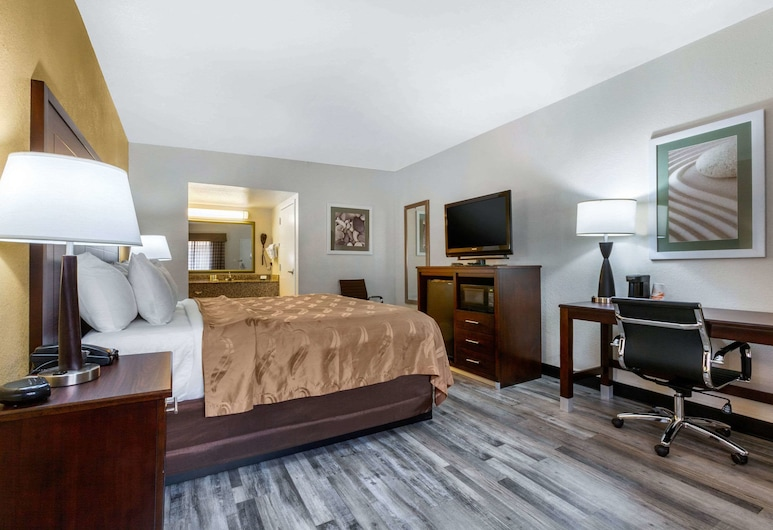 Quality Inn & Suites near Downtown Mesa, Mesa, 1 King Bed, Nonsmoking, Chambre