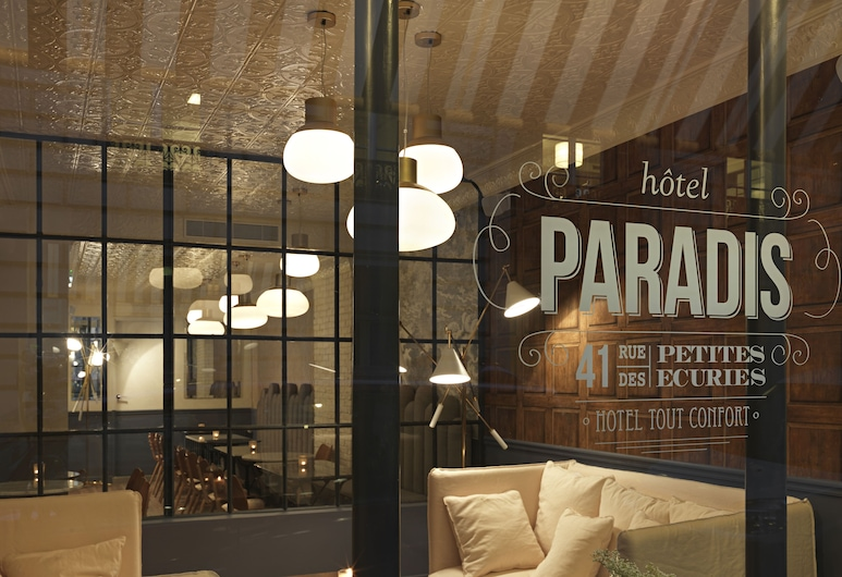 Hotel Paradis, Parijs, Voorkant hotel - avond/nacht