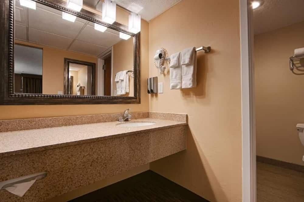 Family Suite, Multiple Beds, Non Smoking - Bathroom