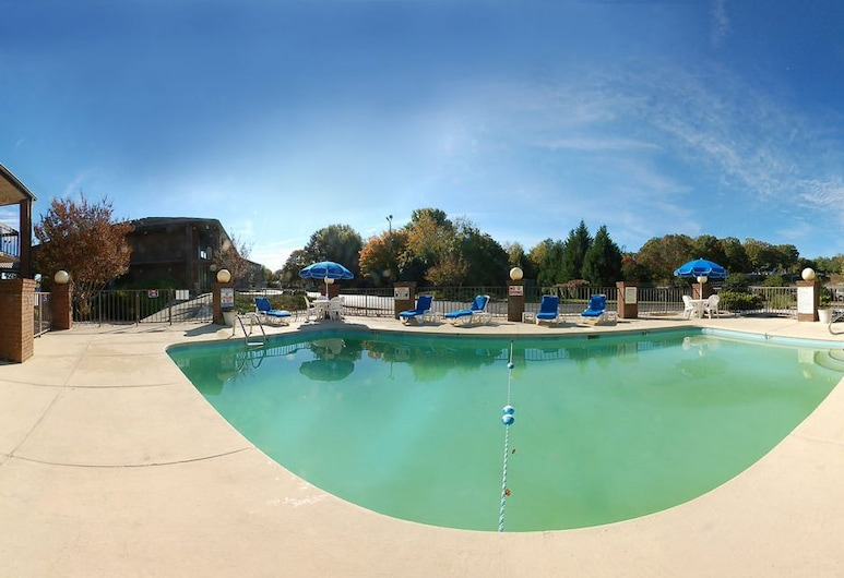 Quality Inn & Suites Airport, Charlotte, Outdoor Pool