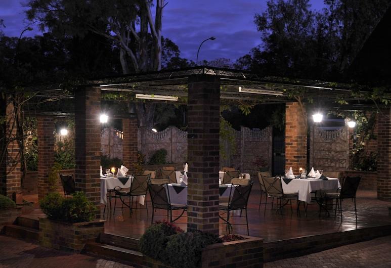 Cresta Churchill, Bulawayo, Restaurante al aire libre