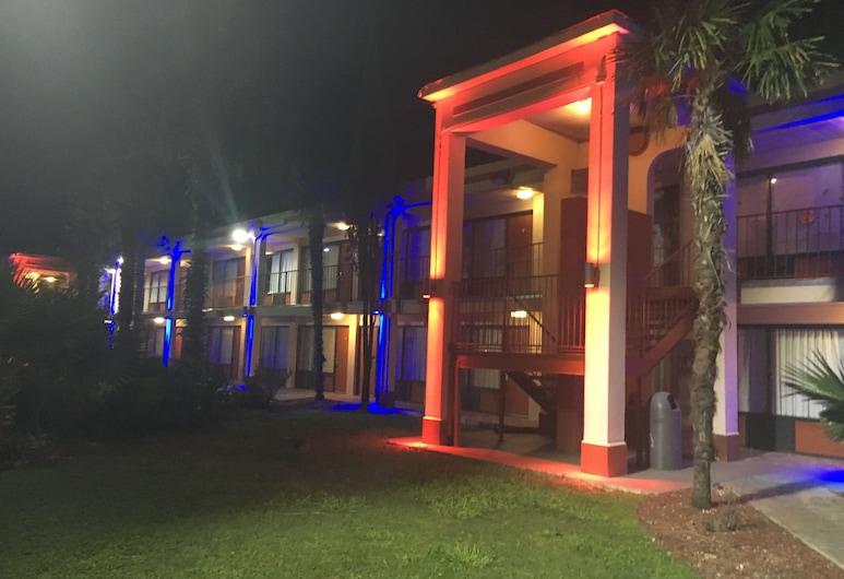 Knights Inn San Antonio near AT&T Center, San Antonio, Hotel Front – Evening/Night