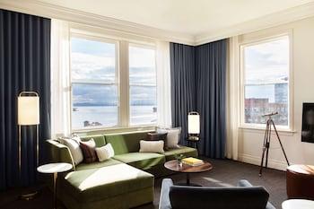 תמונה של The Alexis Royal Sonesta Hotel Seattle בסיאטל