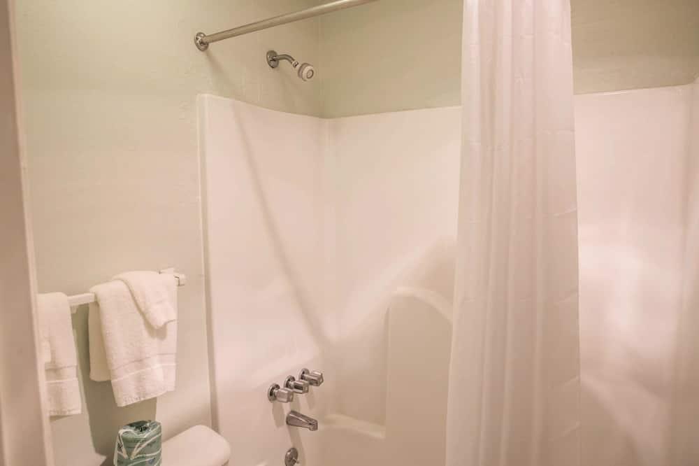 Standard Room, 2 Double Beds (Smoking) - Bathroom