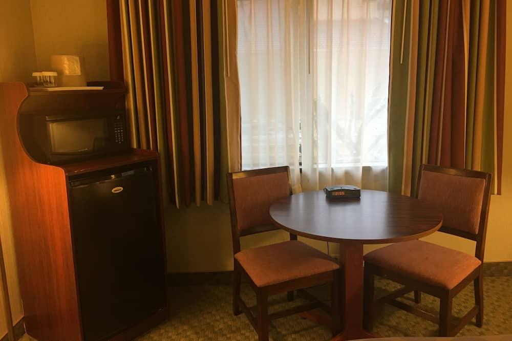 Tuba, 1 ülilai voodi, suitsetamine lubatud - Einetamisala toas
