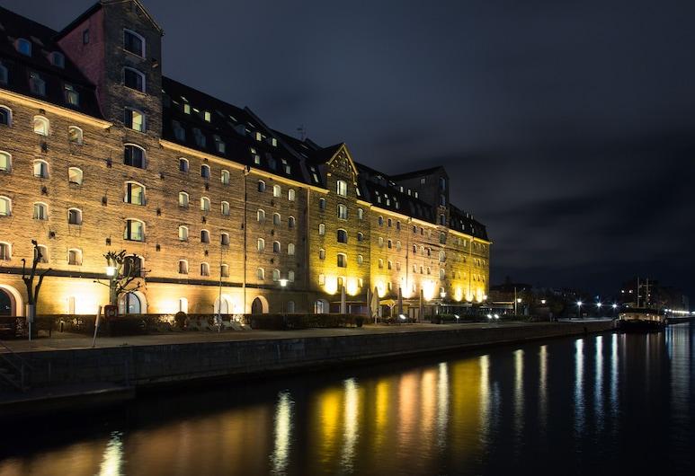 Copenhagen Admiral Hotel, Kodaň, Průčelí hotelu ve dne/v noci