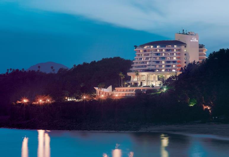 濟州島君悅飯店, 西歸浦, 飯店入口 - 夜景