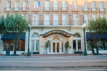Picture of Lafayette Hotel in New Orleans