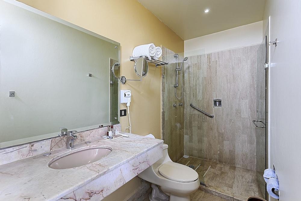 Hab 1 Cama - Bathroom