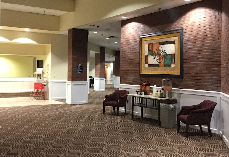 Days Inn & Suites by Wyndham Tallahassee Conf Center I-10, Tallahassee