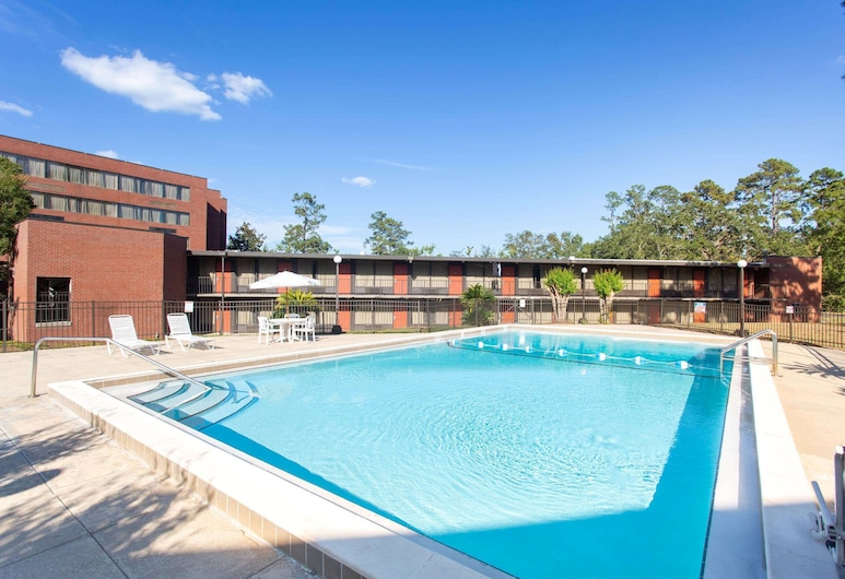 Days Inn & Suites by Wyndham Tallahassee Conf Center I-10, Tallahassee, Alberca