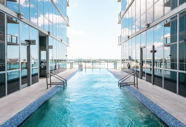 The Gabriel Miami, Curio Collection by Hilton, Miami, Piscina
