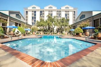A(z) DoubleTree by Hilton Hotel DFW Airport North hotel fényképe itt: Irving