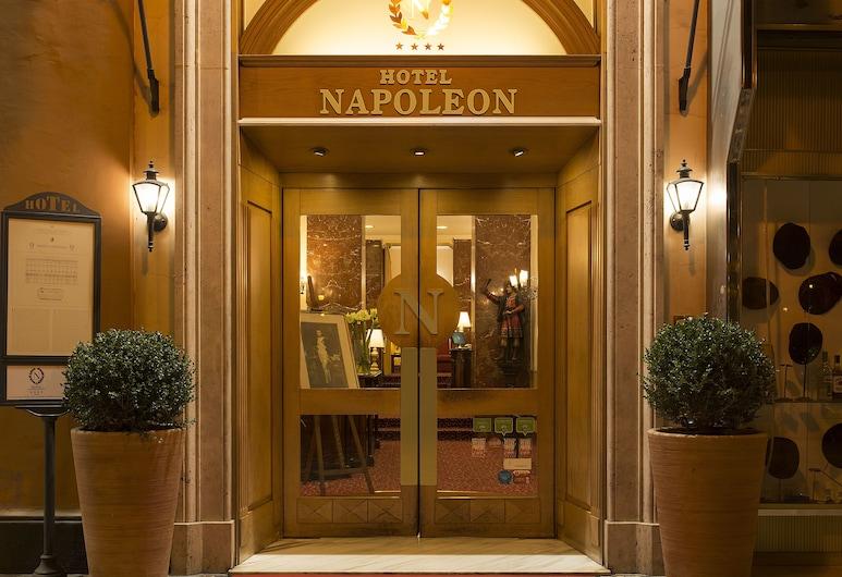 拿破崙飯店, 羅馬, 飯店入口