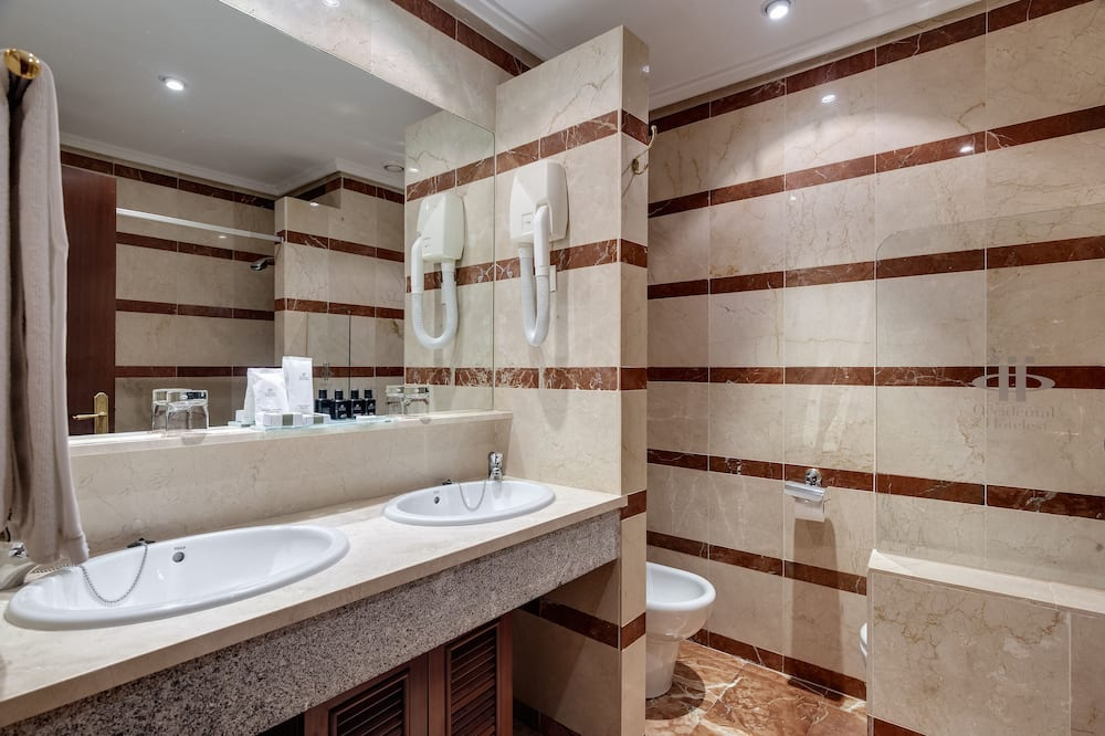 Standard Room Club - Bathroom