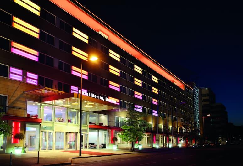 Hotel Berlin, Berlin, Berlin, Hotelfassade am Abend/bei Nacht
