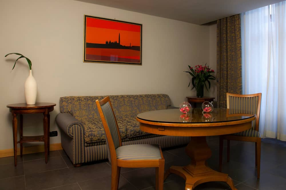 Superior Triple Room - Living Area