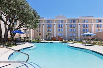 貝德福德達拉斯 DFW 西機場區假日酒店的圖片