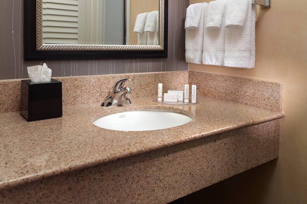 Szoba, 2 kétszemélyes ágy, nemdohányzó - Fürdőszoba