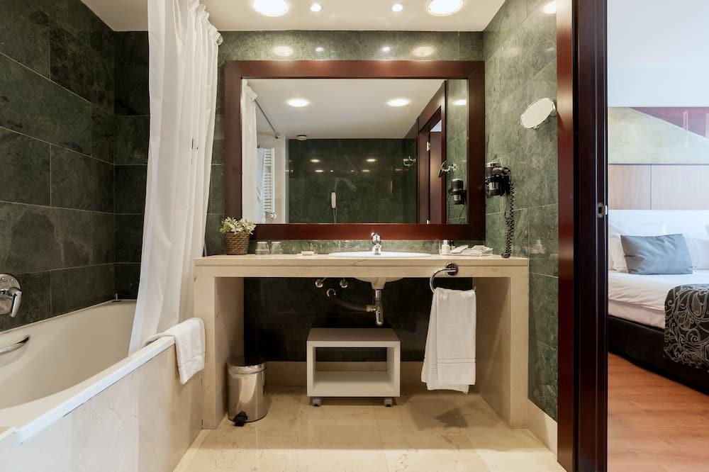 Premium - kolmen hengen huone - Kylpyhuone