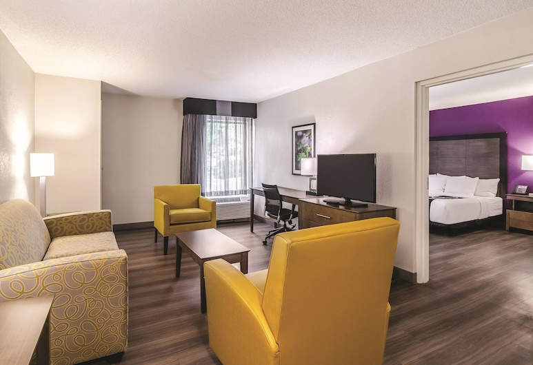 La Quinta Inn & Suites by Wyndham Myrtle Beach - N Kings Hwy, Myrtle Beach, Deluxe Suite, 1 King Bed, Accessible (Mobility/Hearing Impaired Accessible), Guest Room