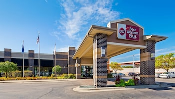Enter your dates to get the Bloomington hotel deal