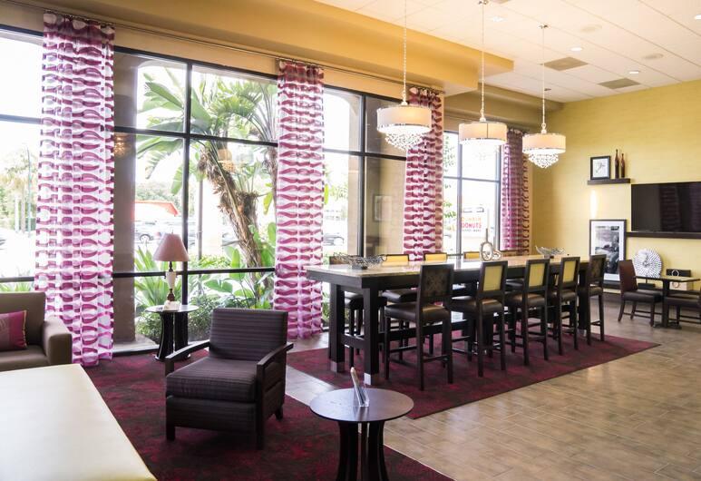 Ramada by Wyndham Orlando Florida Mall, Orlando, Prostor za sjedenje u predvorju