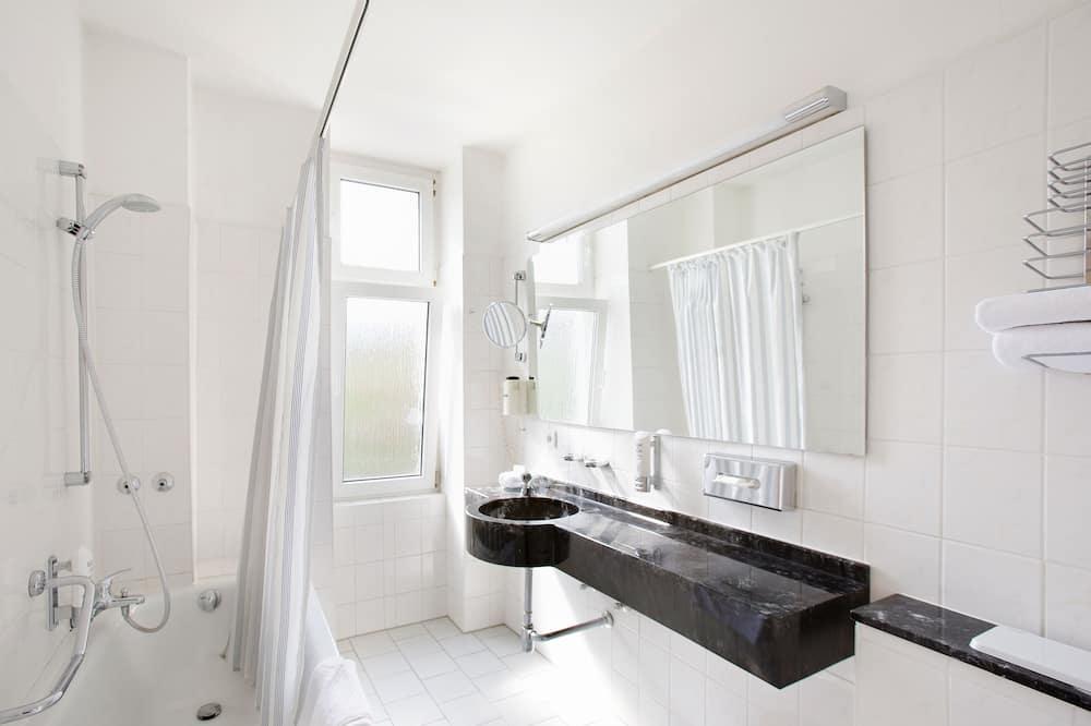 Premium-Doppel- oder -Zweibettzimmer - Badezimmer