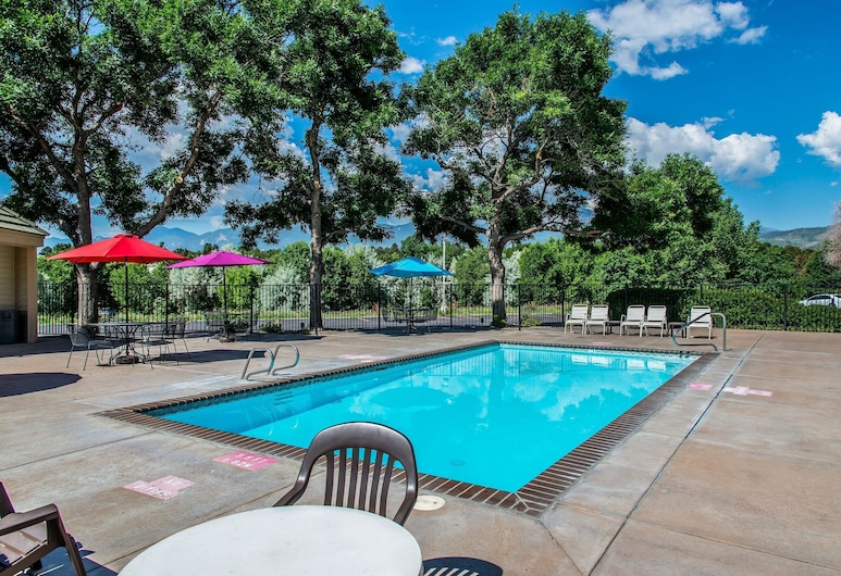 Quality Inn and Suites Garden of the Gods, Colorado Springs, Alberca