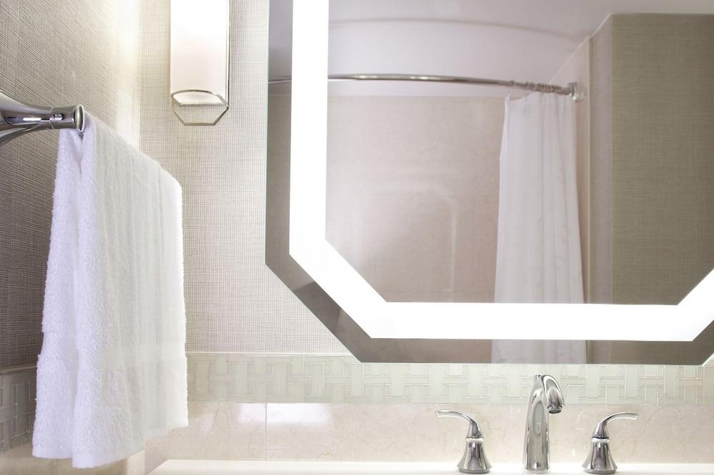 ห้องคลับ, เตียงคิงไซส์ 1 เตียง, ใช้เลาจน์ธุรกิจได้ - ห้องน้ำ