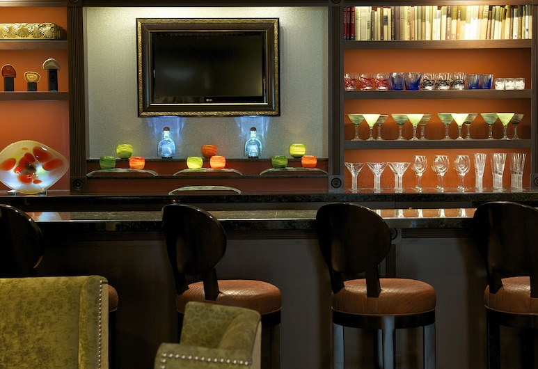 Churchill Hotel Near Embassy Row, Washington, Hotel Bar