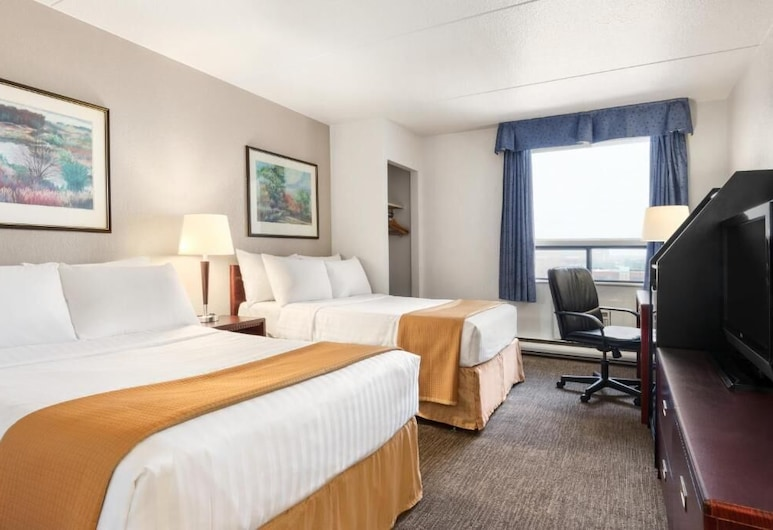 Red Roof Plus+ & Suites Calgary - Airport, Calgary, Standard Room, 2 Double Beds, Non Smoking, Guest Room